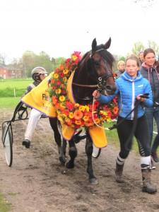 Een krans en het volkslied van Groningen voor Contucky Newport
